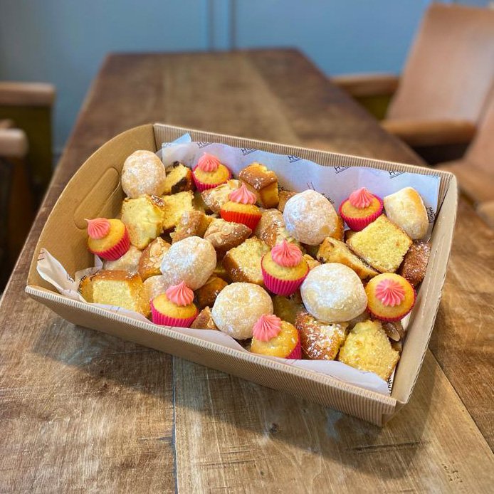 BAKERS BOX  – A selection of our freshly baked Bakehouse cakes (price per person)